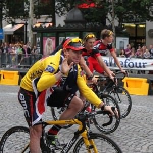 tour de france bike tour - Cadel in Paris 2011